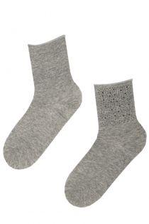Женские стильные носки серого цвета с удобной резинкой и блестящими стразами AIME | Sokisahtel