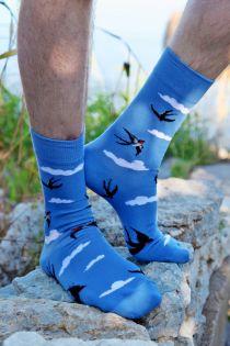 Мужские носки небесно-голубого цвета с изображением ласточек SKY | Sokisahtel