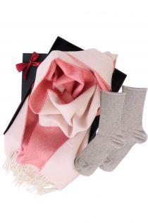 Alpakavillast kahepoolse salli ja ANNI sokkidega kinkekarp naistele | Sokisahtel