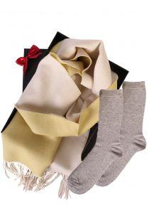 Kahepoolse alpakavillast salli ja SILVER säravate sokkidega kinkekarp naistele | Sokisahtel