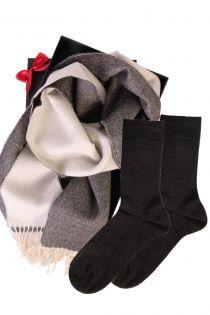 Kahepoolse alpakavillast salli ja HANS sokkidega kinkekarp meestele | Sokisahtel