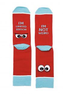 Женские хлопковые носки красного цвета с веселым текстом WEIRDO | Sokisahtel