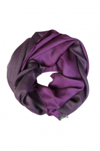 Шаль двусторонняя в оттенках темно-фиолетового цвета из смеси шелка и шерсти альпака ALPACA | Sokisahtel