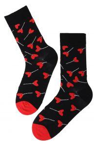 Мужские хлопковые носки черного цвета с узором в виде карамельных сердечек на палочке CANDY | Sokisahtel