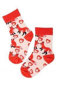 Хлопковые носки оранжевого цвета с изображением лисичек и сердечек для детей FOXY LOVE | Sokisahtel