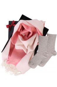 Kahepoolse alpakavillast salli ja ANNI sokkidega kinkekarp naistele | Sokisahtel